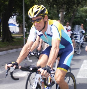 Lance Armstrong (AST) sul lungomare a Sestri L.- Foto Descalzo N.